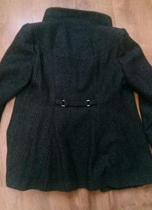 Полу-пальто.