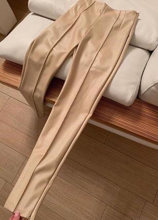 Новые бежевые кожаные матовые лосины, штаны
