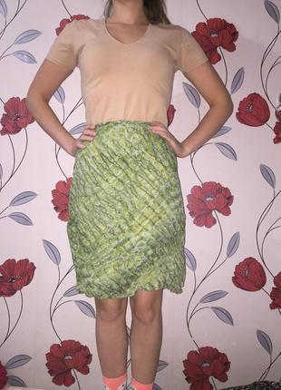 Короткая летняя зеленая юбка