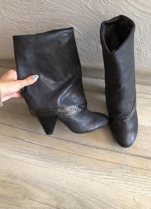 Кожаные брендовые чёрные сапоги полусапожки ботинки на каблуке guess