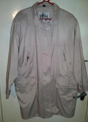 Симпатичная,молочная-бежевая куртка-ветровка с 5-мя карманами и подкладкой,14-18рр.