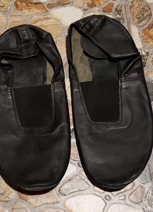 Чешки чорного кольору чоловічі дорослі 44 розмір