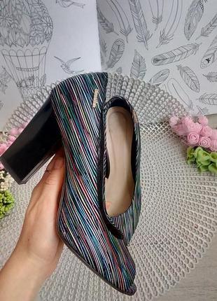 Красивые туфли с открытым носком натуральный замш с разноцветным принтом 38 р-р