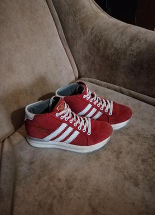 Очень хорошие замшевые кросовки ботинки