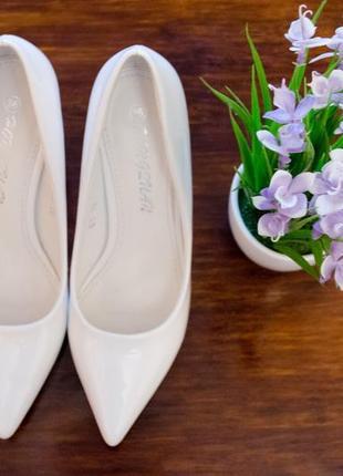 Туфли лодочки белые свадебные праздничные лабутены
