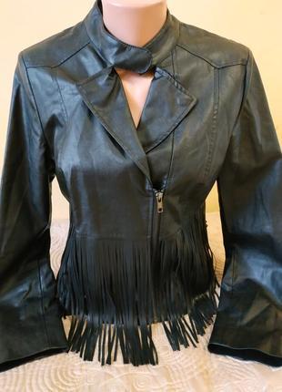 Стильная куртка с бахромой от comma
