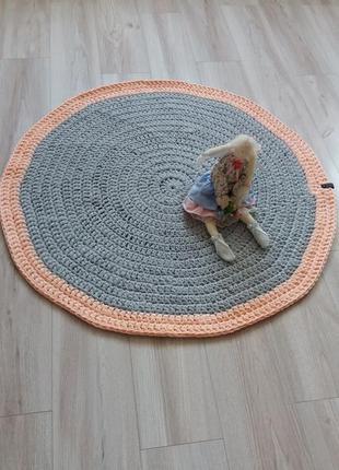 Детский коврик из трикотажной пряжи