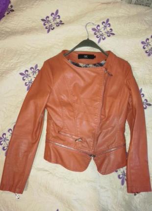 Стильная куртка с экокожи