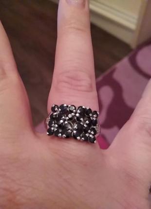 Серебряное кольцо с сапфирами р 18
