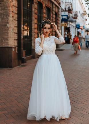 Шикарное свадебное платье а-силуэта с открытой спинкой