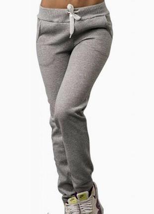 Стильные тёплые спортивные штаны на флисе