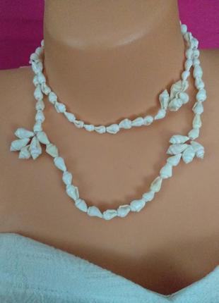Красивое ожерлье из ракушек