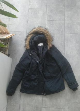 Теплая зимняя куртка, холодная осень