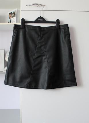 Черная юбка трапеция под кожу от chicoree