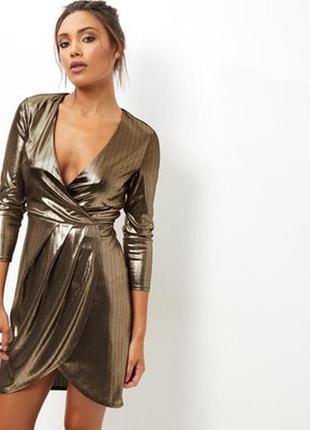 Золотистое платье с поясом на запах