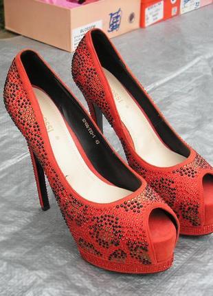Туфли босоножки .