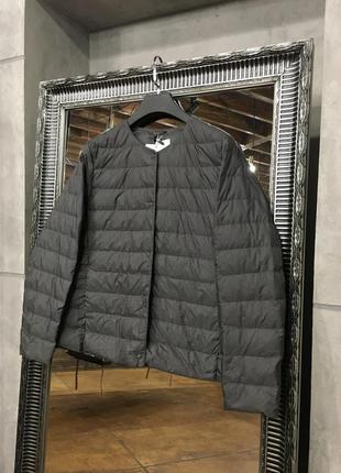 Серая ультралегкая куртка на пуху uniqlo