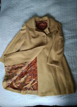 Пальто демисезонное нежно желтого цвета