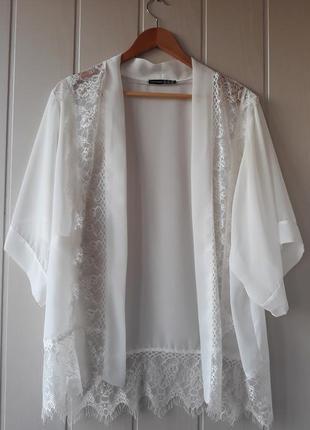 Белое шифоновое кимоно с кружевом