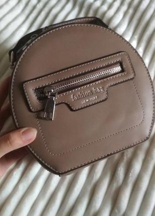 Коричнева сумочка-клатч з довгим ремінцем