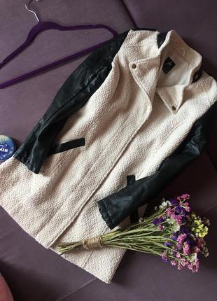 Актуальное пальто с кож зам рукавами  и воротником atmosphere