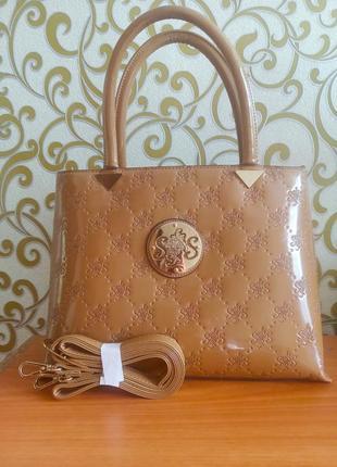 Красивая повседневная сумочка
