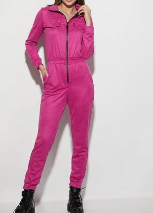 Длинный брючный замшевый розовый/малиновый женский комбинезон с воротником-стойкой