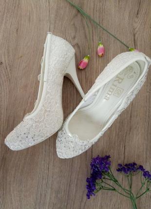 Ажурные белые свадебные туфли/лодочки