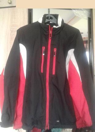 Куртка спортивная ,утепленная.
