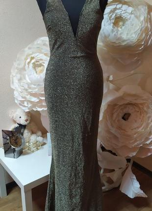 Красивое вечернее платье в пол с открытой спинкой