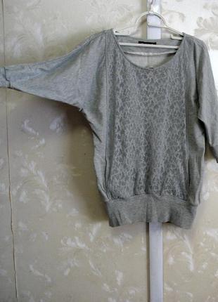 Серый трикотажный свитшот с кружевной вставкой select