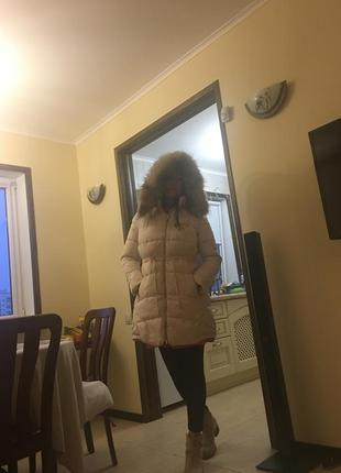 Курточка- пуховик зимняя с капюшоном на молнии.