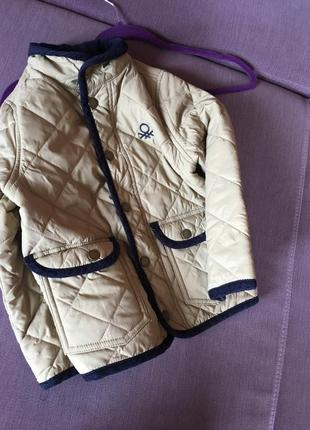 Актуальная куртка , стеганка на модника united colors of benetton 5/6 годика