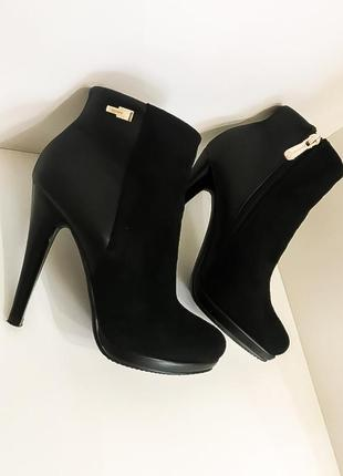 Замшевые чёрные ботильоны ботинки на каблуке шпильке демисезонные осенние на молнии 36