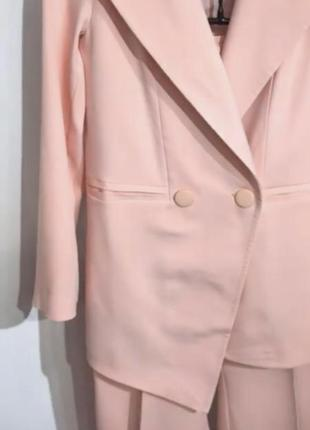 Красивый нежно-розовый костюм