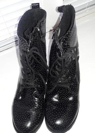 Ботинки черные в точку