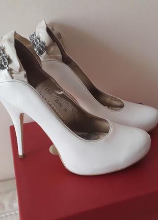 Нарядные белые туфли!!