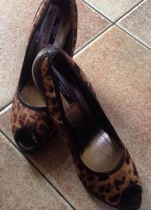 Стильные новые туфли