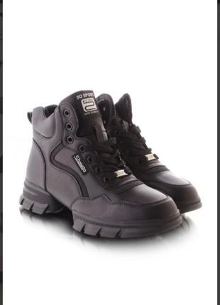 Стильные чёрные осенние спортивные ботинки высокие кроссовки на толстой подошве хит