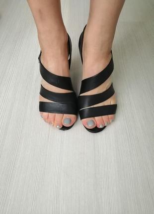 Чёрные кожаные босоножки на каблуке grado