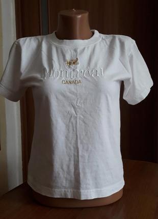Білосніжна футболка