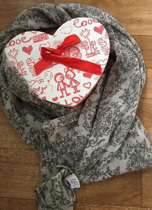 Стильный шарф италия. шелковый шарф. шарф intrend