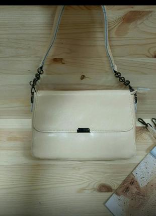 Красивая стильная кожаная сумочка-клатч цвета айвори