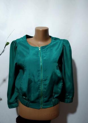 Укороченная летняя куртка ветровка