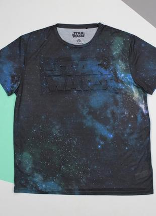 Классная футболка с космо-принтом и обьемной надписью от cedarwood state