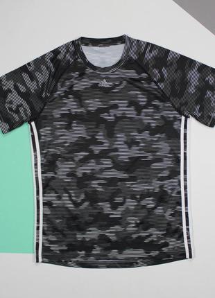 Четкая оригинальная футболка в камо-раскрасе от adidas.