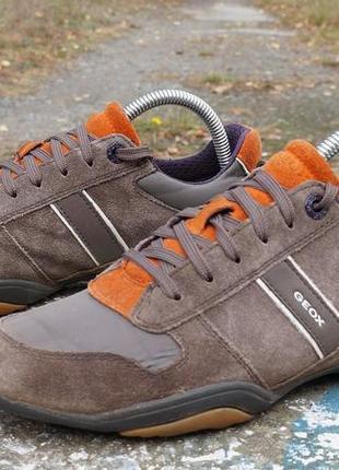 Яскраві осінні кросівки geox