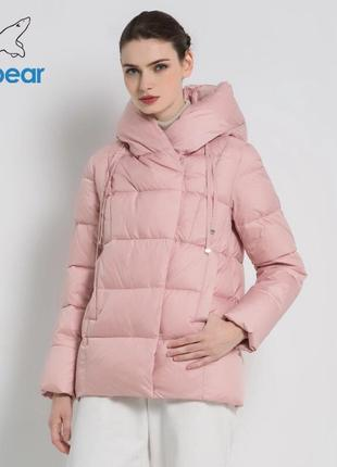 Короткий розовый пуховик icebear