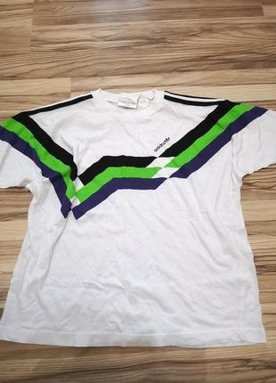 Модная футболка adidas