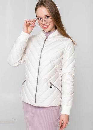 Демисезонная бежевая куртка с довязом  талия регулируется шнурком  акция